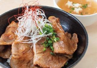 芦別名物「ソラチのタレ」とかみふらののポークを使った豚丼
