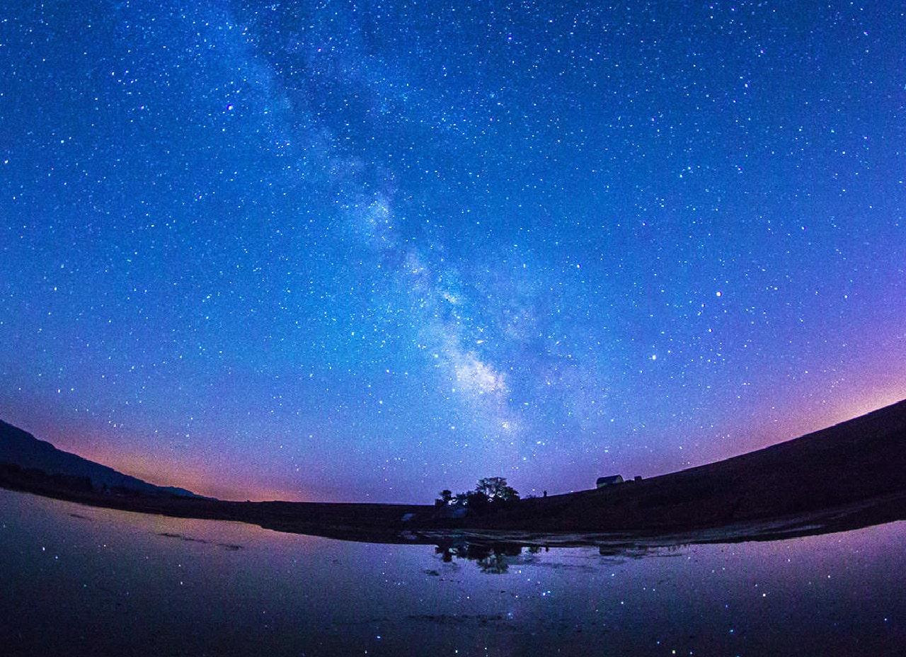 芦別の星空。見渡す限り広がる星。煌びやかな銀河の世界へあなたを誘います。